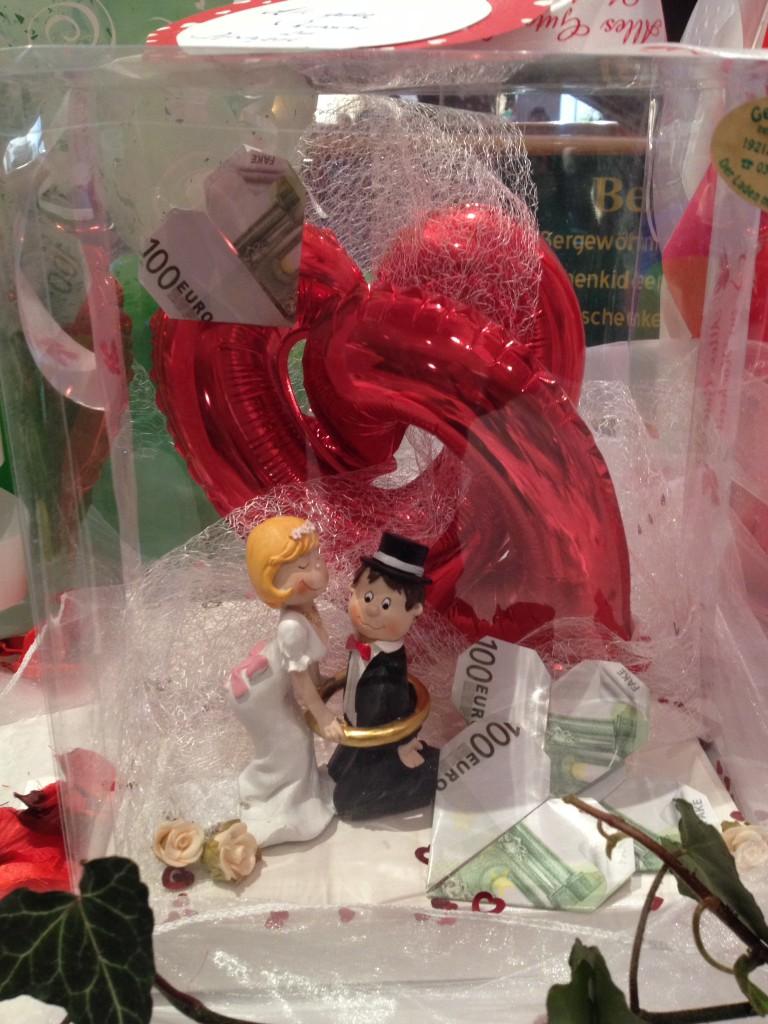 """Geldgeschenk """"Hochzeit"""" im Verpackungskarton 20€ Dekokosten, nach Wunsch individuell anfertigbar"""