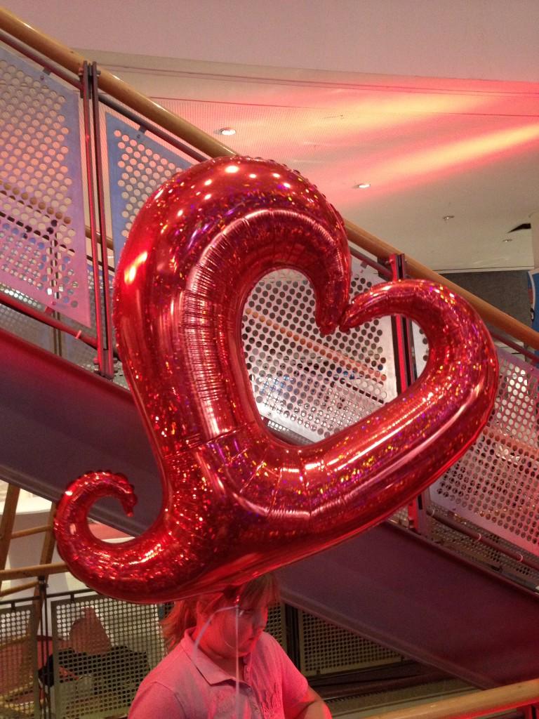 Folienherz, rot mit Luftfüllung 10€, mit Heliumfüllung 15€