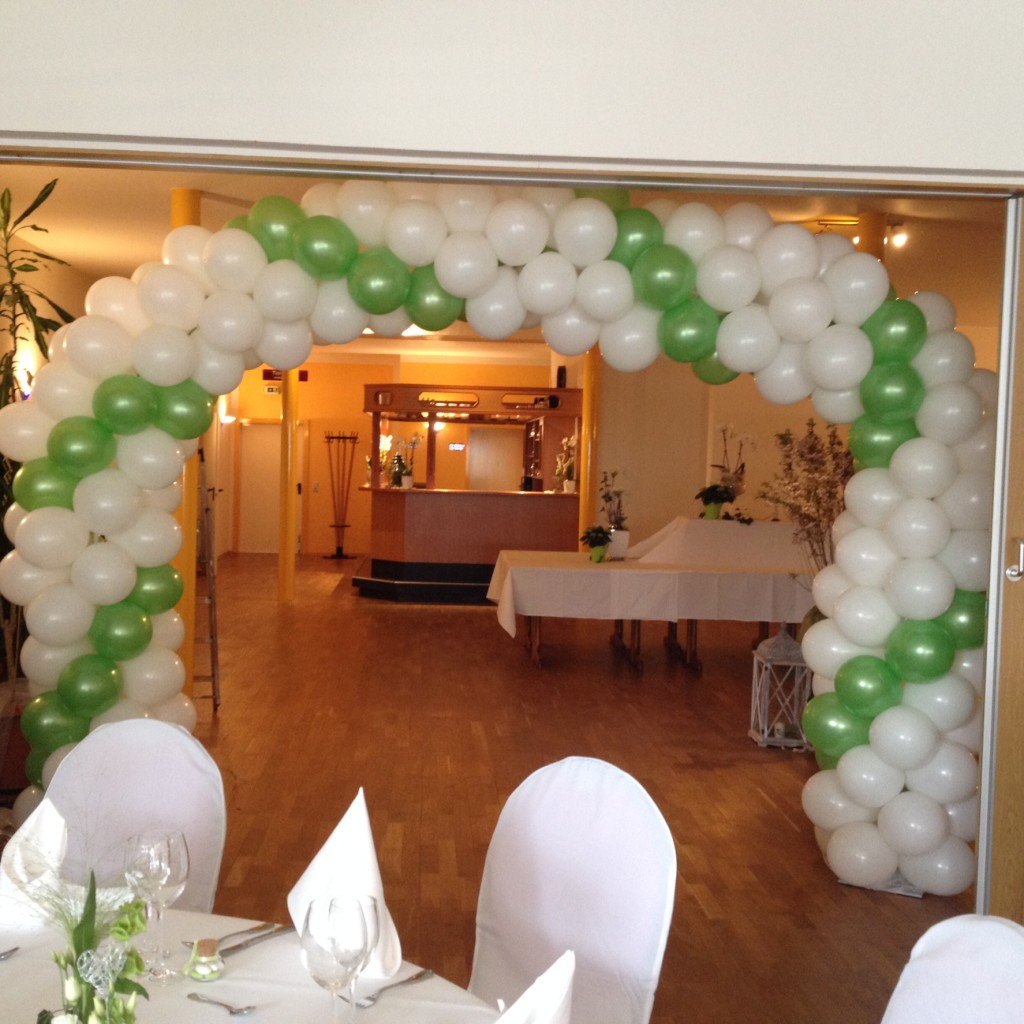 Ballonbogen, Spirale weiß-grün gedreht zur Hochzeit ab 150€