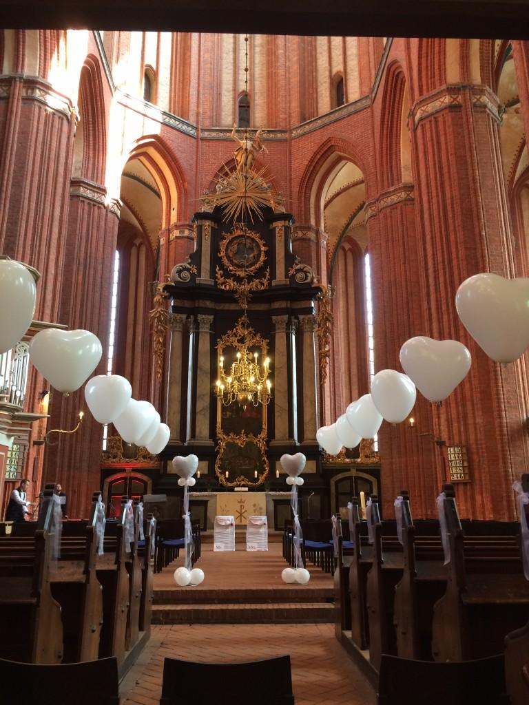 """Helium- Latexballon """"Herz"""", als Kirchenschmuck an den Kirchenbänken zu befestigen Stück 3,50€, Staffelpreise ab 20 Stück"""