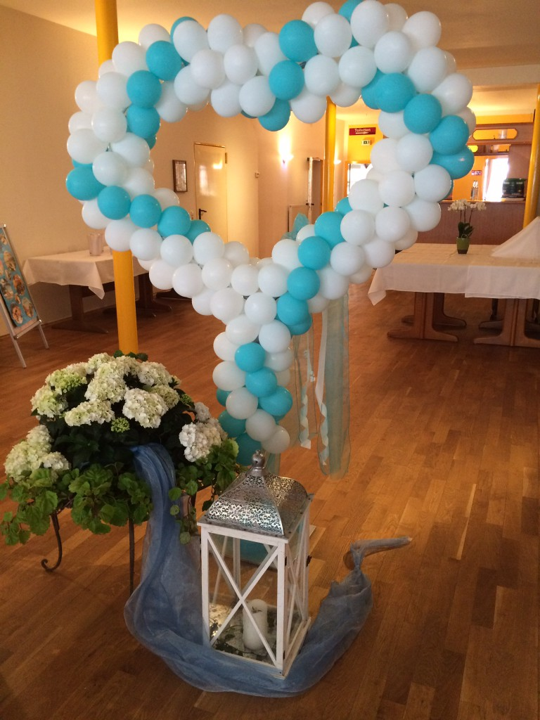 großes Ballon-Standherz, Spirale türkis/weiß gedreht ab 130€