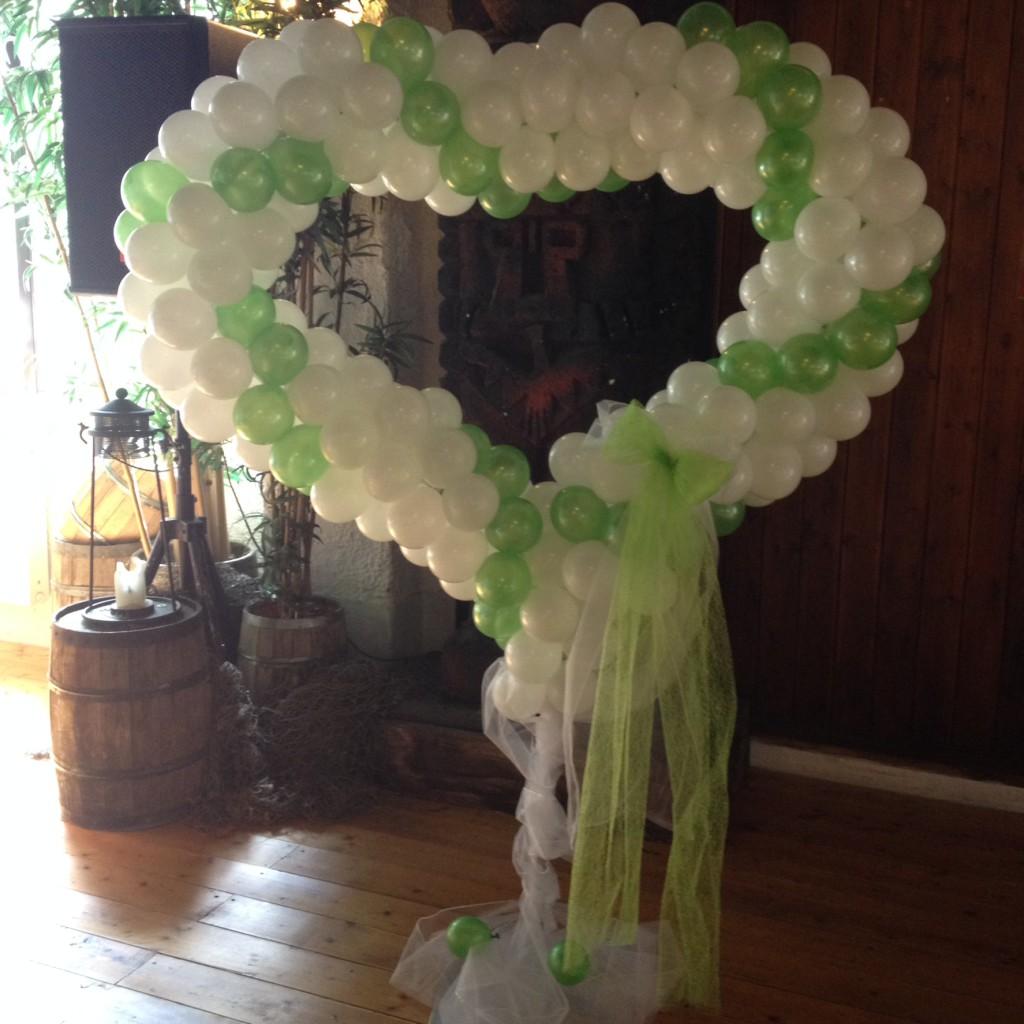 Großes Ballon-Standherz, Spirale weiß-grün gedreht ab 130€ (mit Leihständer)